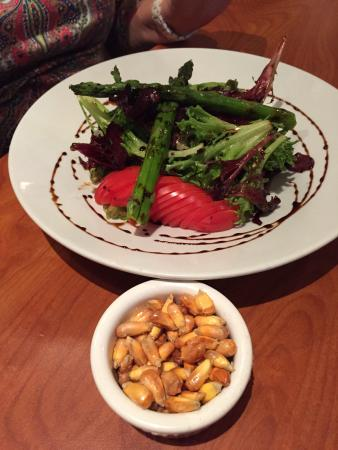 North Miami Beach, FL: Wonderful fresh salad with excellent dressing and fried corn nibbles