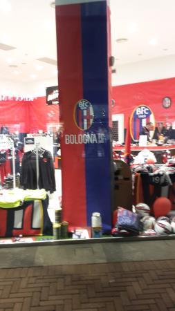 Кастель-Гельфо-ди-Болонья, Италия: bologna shop