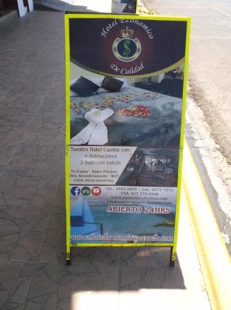 Hotel Economico : On the sidewalk / trottoir