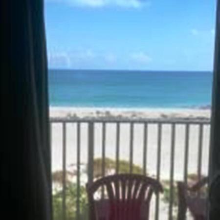 Beach House Motel: View from Balcony