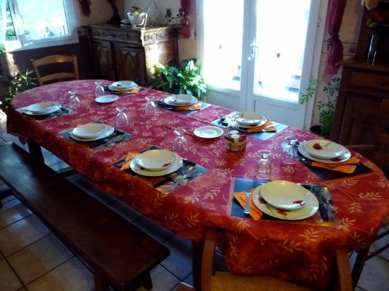 Alvignac, Франция: La table d'hôtes. Photo Dans le sillage d'Anne