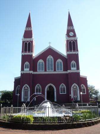 Grecia, Costa Rica: Фонтан у церкви