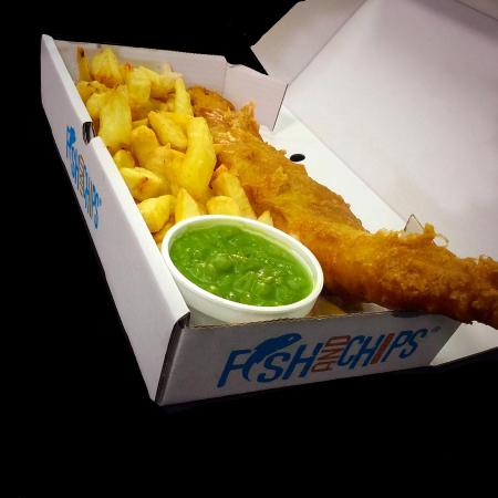 Castleford, UK: Meal Deal - Smaller fish, chips and mushy peas £3.30