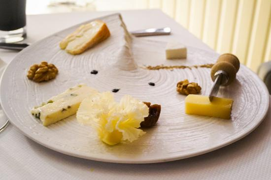 assiette de fromage de chez giroud photo de meulien restaurant tournus tripadvisor. Black Bedroom Furniture Sets. Home Design Ideas
