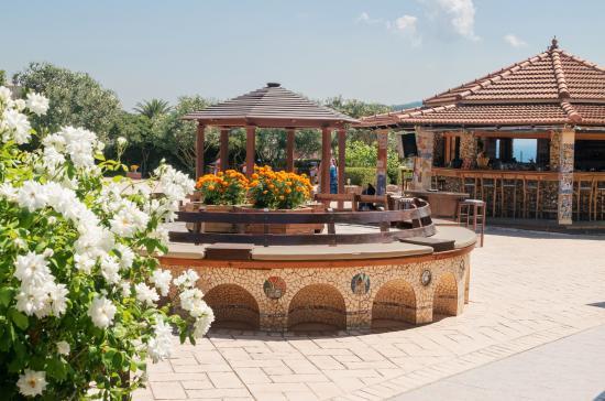 Peroulades, Grecia: Много зелени