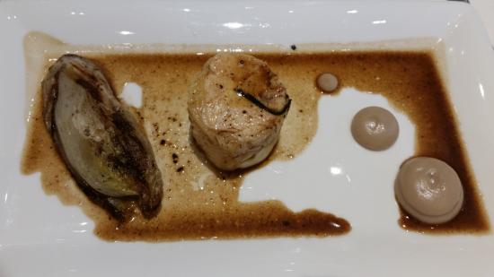 Saint-Donat-sur-l'Herbasse, France : Filet de chapon, endive braisée farcie et purée marron-salsifis