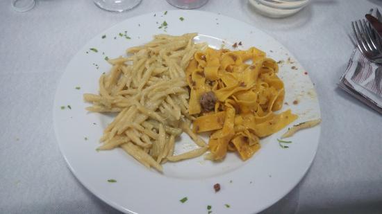 Castel Giorgio, Italia: ½Porzione trofie carciofi con fonduta, e pappardelle al cinghiale