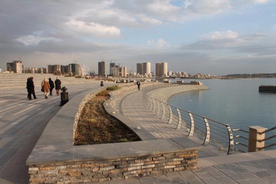 Khalij Fars Lake