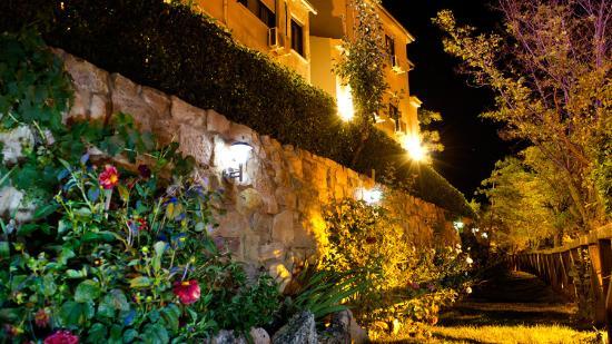 Atienza, España: Jardines