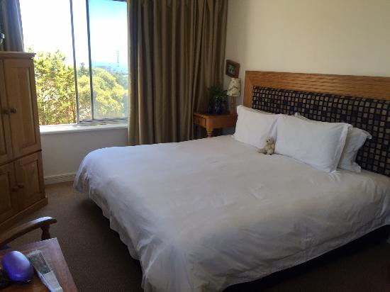 Bloubergstrand Sunset Lodge: Main bed of family room