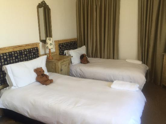 Bloubergstrand Sunset Lodge: 2nd bedroom of family suite