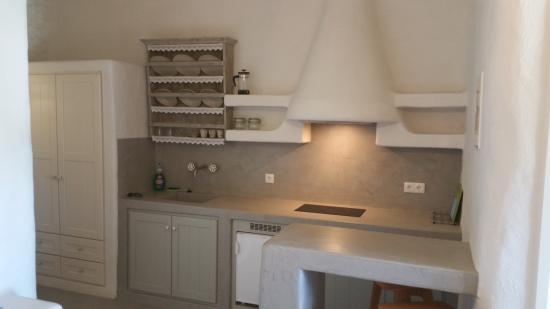 Yialos, Grecia: Kitchen part of room.