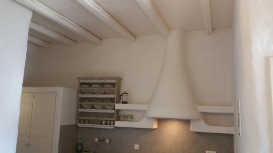 Yialos, Grecia: High ceiling in room.
