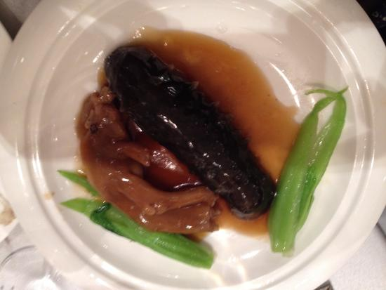 Richmond Hill, Canadá: sea cucumber and braised duck feet at dinner