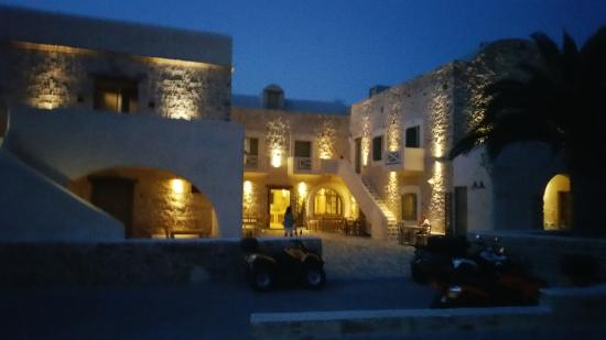 Yialos, Grecia: Gorgeous front view of hotel