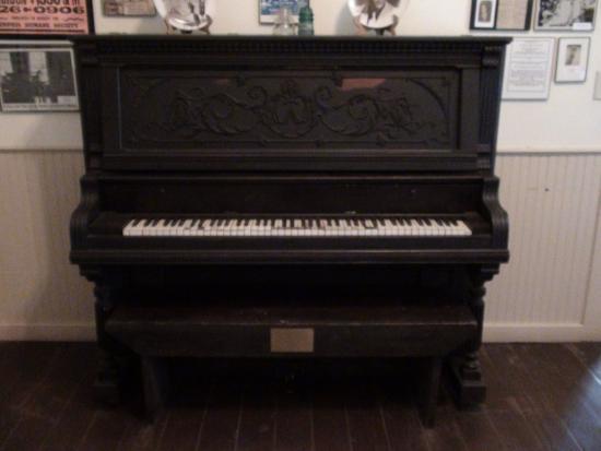 Georgiana, ألاباما: Piano