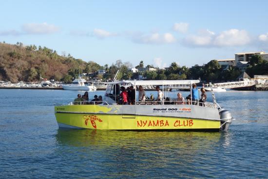 Dzaoudzi, Mayotte: notre catamaran deplongée large et spacieux pour profiter pleinement des plongées à Mayotte.