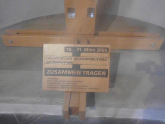 Ксантен, Германия: Hinweis - Schild, zum Spiegel - Kreuz.