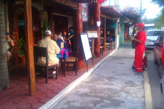 cafe restaurant hotel el moro sunday breakfast entertainment