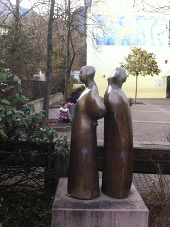 Appiano sulla Strada del Vino, Italien: davanti la scuola
