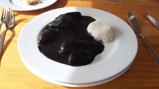Leioa, España: plato de txipirones en su tinta