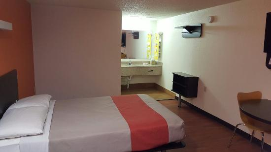 Troutville, VA: VERY CLEAN & COMFORTABLE  ROOM 242 JEFF J.