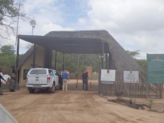 Elephant Plains Game Lodge: Entrance to Sabi Sands