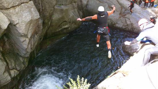 Sainte-Enimie, فرنسا: saut dans le canyon du tapoul