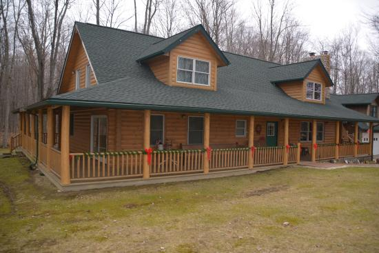 Wakeman, OH: Exterior of Cabin