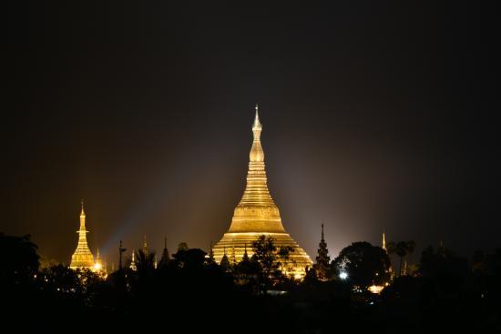 Winner Inn: Shwedagon from our top floor