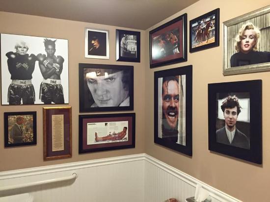 Millbrook, estado de Nueva York: Downstairs bathroom- awesome photography!