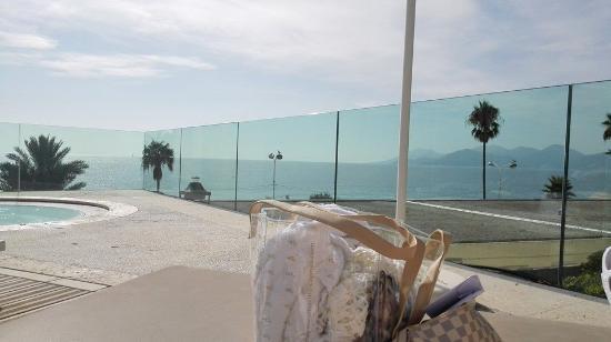 Radisson Blu 1835 Hotel & Thalasso Photo
