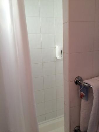 Travelodge Wet Room
