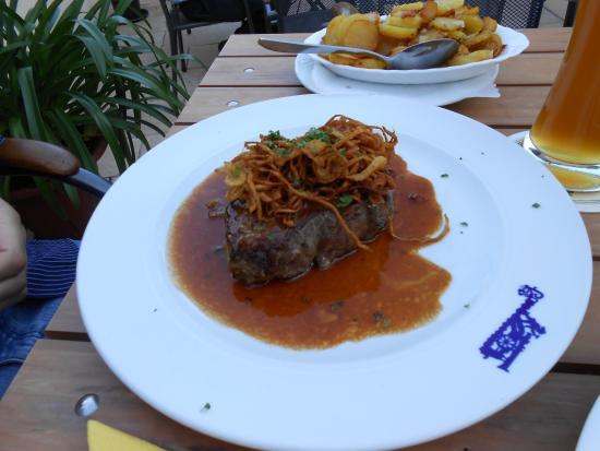 Nördlingen, Alemania: bistecca con la cipolla fritta