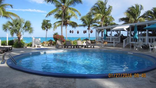 Sibonne Beach Hotel: Very nice quiet pool area.