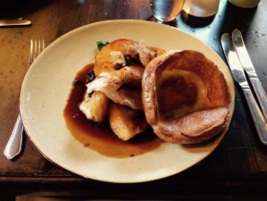 South Harting, UK: Fantastic Sunday roast and service.  The decor is also great, I highly recommend a visit to the