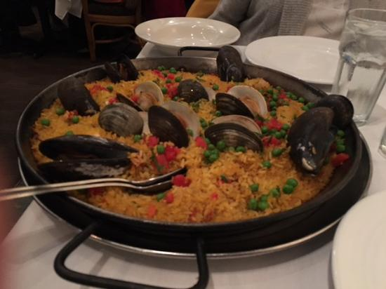 Cranston, RI: The superb Paella