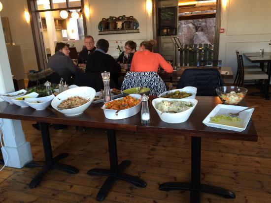 บอร์การ์เนส, ไอซ์แลนด์: From noon to three pm they offer an all you can eat service
