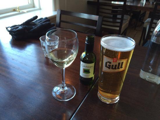 บอร์การ์เนส, ไอซ์แลนด์: The serve beer, wine and mixed drinks