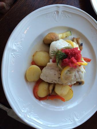 บอร์การ์เนส, ไอซ์แลนด์: Ling fish, served with vegetable, potatoes and caviar.