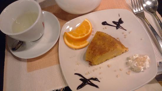 Henley-on-Thames, UK: orange cake