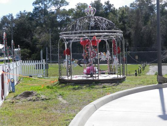 Mims, FL: Cute carousel on the grounds!
