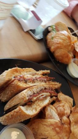 Cary, Kuzey Carolina: Muffuletta plus hot chips