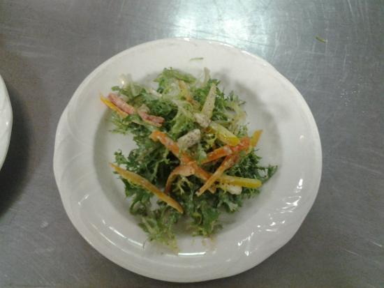Victorian Inn: salad