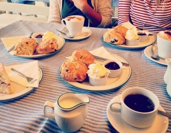 Dunwich, UK: Beautiful Cream Teas & Cake at Dingle Hill Tearooms