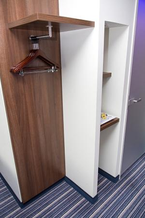 Holiday Inn Express Rotterdam   Central Station: Clothes Hangers (No Closet  Space)