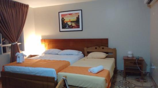 Hotel Del Castillo Plaza: Hab. 408 amplia, cómoda, limpia y balcón.