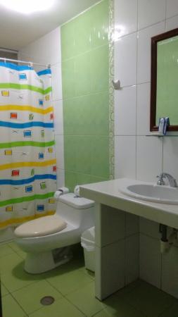 Hotel Del Castillo Plaza: Servicios higienicos impecables.