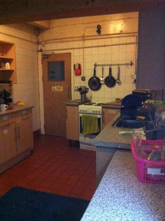 Chester Backpackers: Kitchen