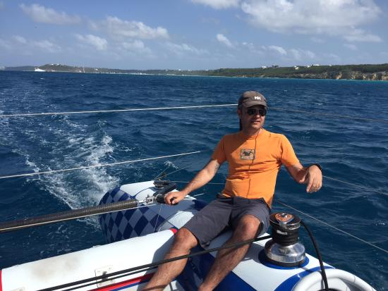 Zatoka Simpson, Sint Maarten: They let you handle the tiller and help with the rigging